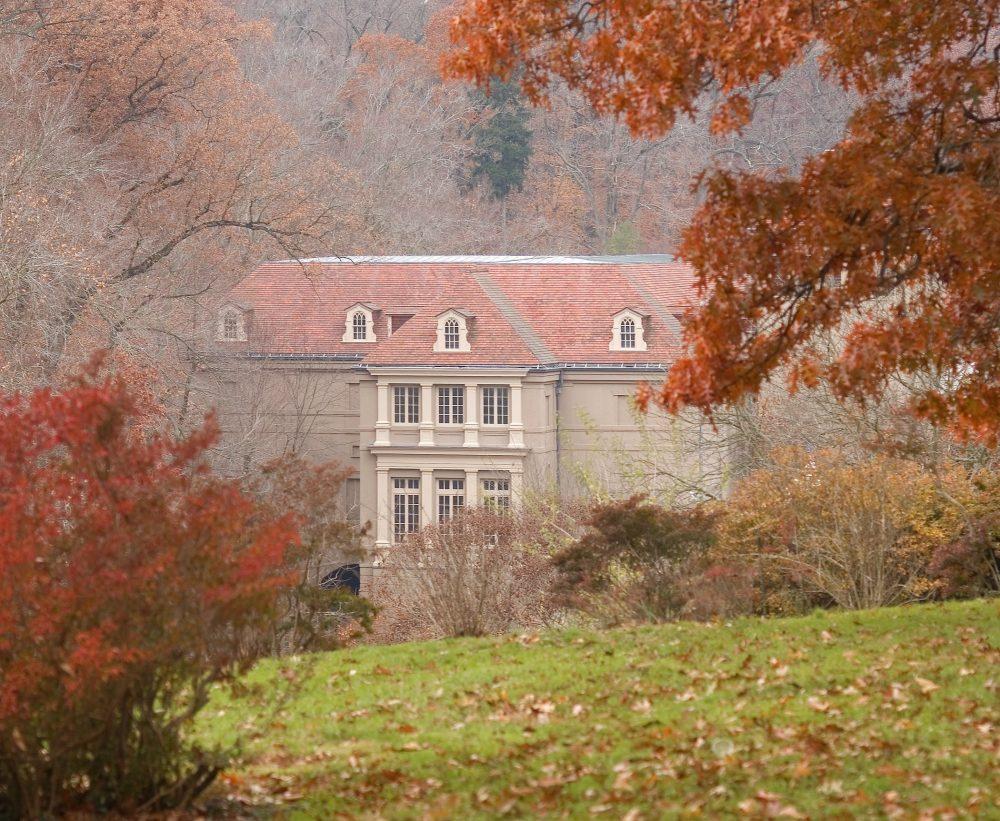 Photograph of exterior of Winterthur Museum, Garden & Library.